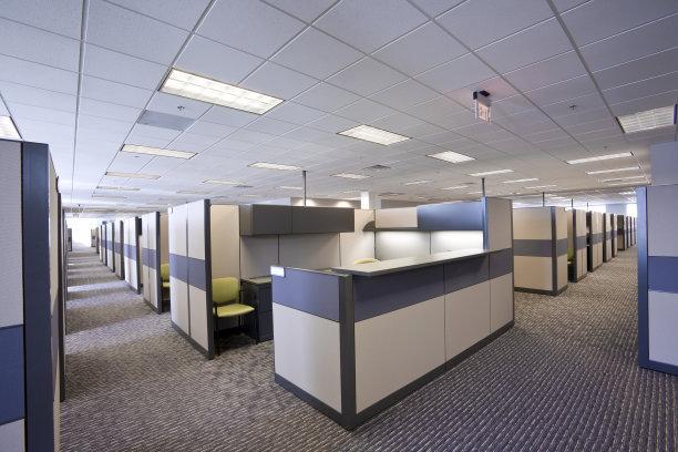 在使用活动办公隔断时需要注意哪些问题?