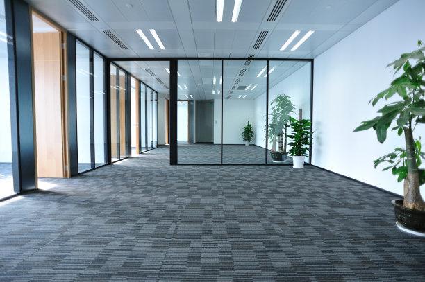 办公室使用的玻璃隔断时要注意哪些方面呢?