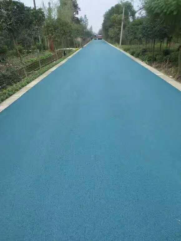 想要保证彩色沥青路面更好的发挥作用,在施工时要注意三点