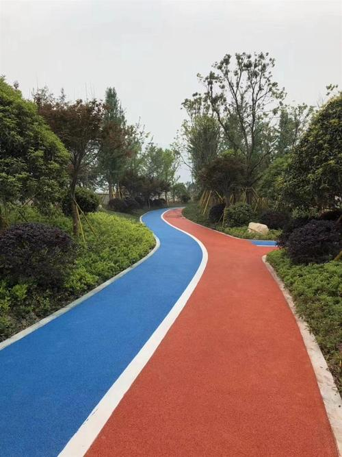 湖北斑斓沥青为某公园铺设彩色沥青路面效果赏析