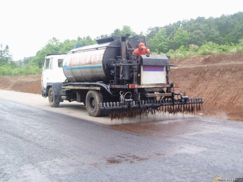 改性沥青设备铺设路面