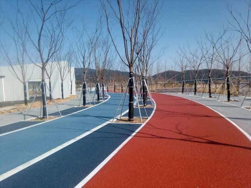 与传统普通的沥青路面相比,江西彩色沥青路面的优势更加明显