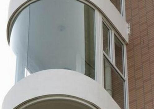 那么宏达小编整理了一些关于西安钢化玻璃的特点及优势一起学习吧