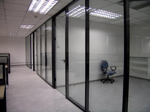 选择玻璃门的优势以及日常保养