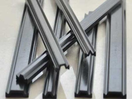 断桥铝隔热条的宽度如何选择?