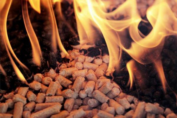 河南木质颗粒燃料生产厂家为大家分享生物?质颗粒燃料的特点