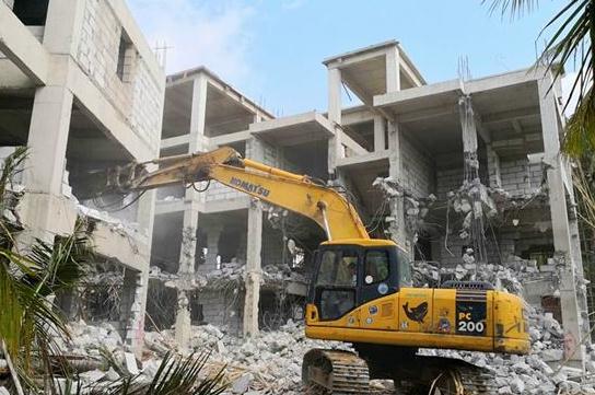 在進行建筑拆除的施工現場,大家一定要注意這幾點!