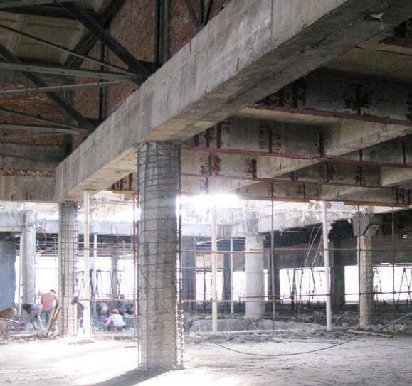 2021年,新出炉的楼房墙面使用粘钢加固的方法!一定要看