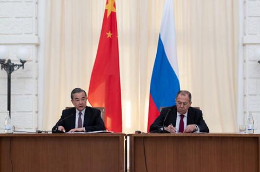 国务委员兼外长王毅在索契同俄罗斯外长拉夫罗夫会谈后共同会见记者