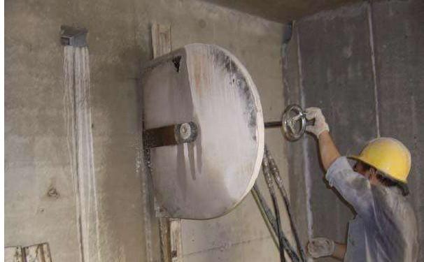 如何去安全的使用混泥土切割机呢?
