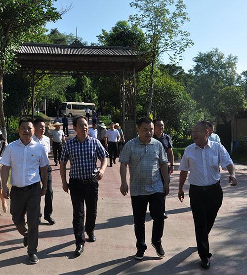游仙区委副书记、代理区长韩晓清一行来园进行调研