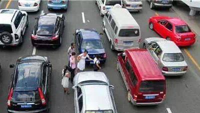 开车行驶我们要注意这5种情况,不要小觑!赶紧记心里!