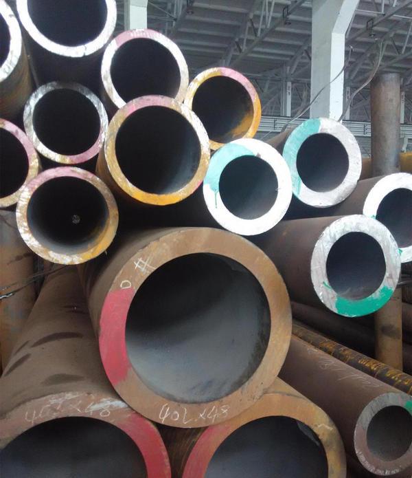 河南无缝钢管—不锈钢钢管的特点。