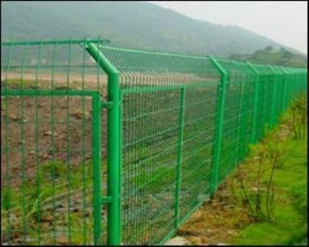 包头某公路的护栏网安装