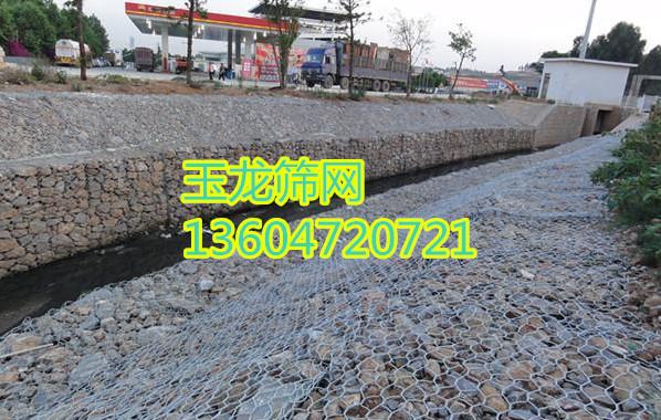 某河堤使用石笼网卷