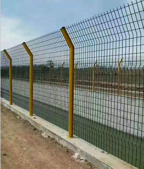 护栏网防腐方式与护栏网的使用寿命