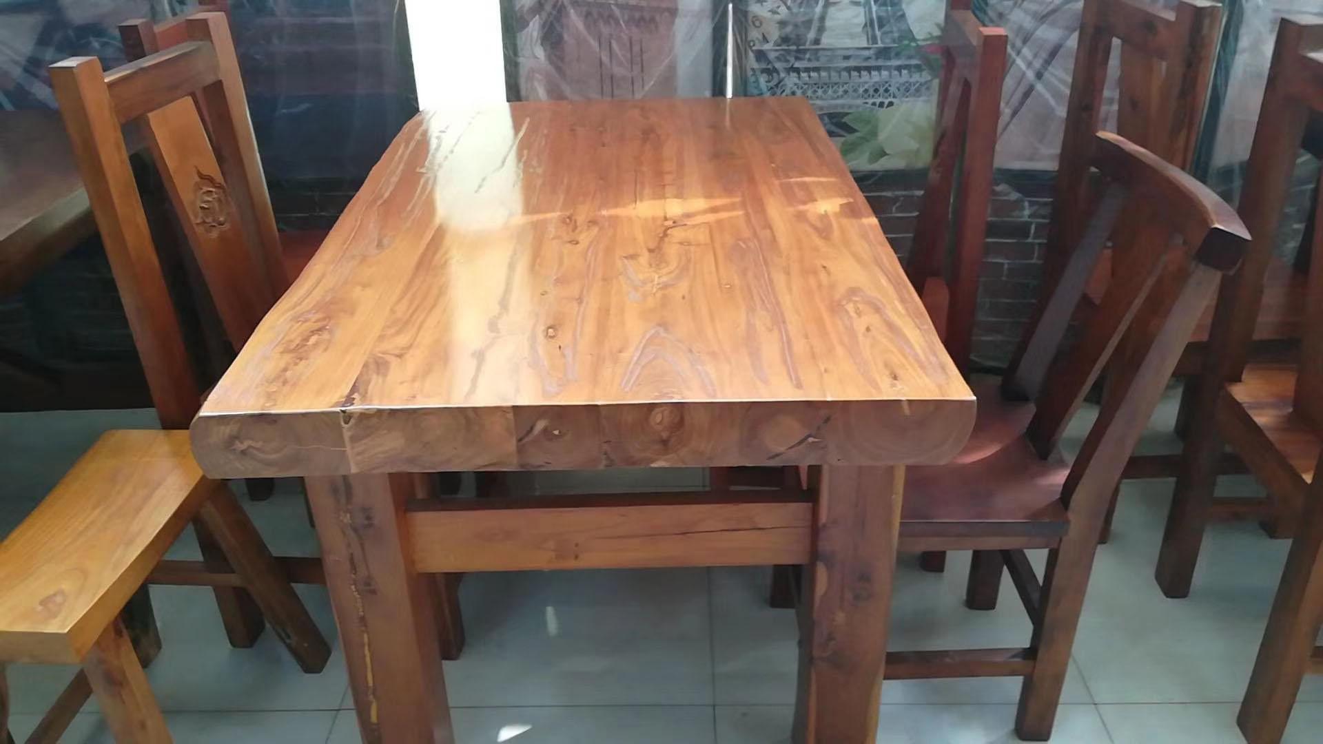 某酒店批发实木桌椅