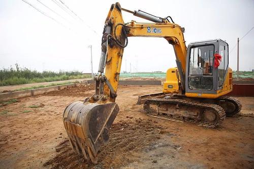 挖掘机运作中无力?成都挖掘机租赁公司为您解决