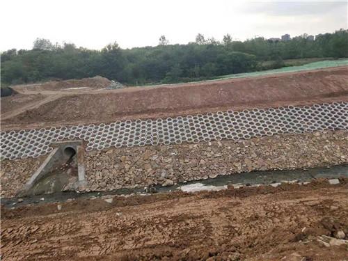 六角的信阳护坡砖是怎么进行铺设的呢?