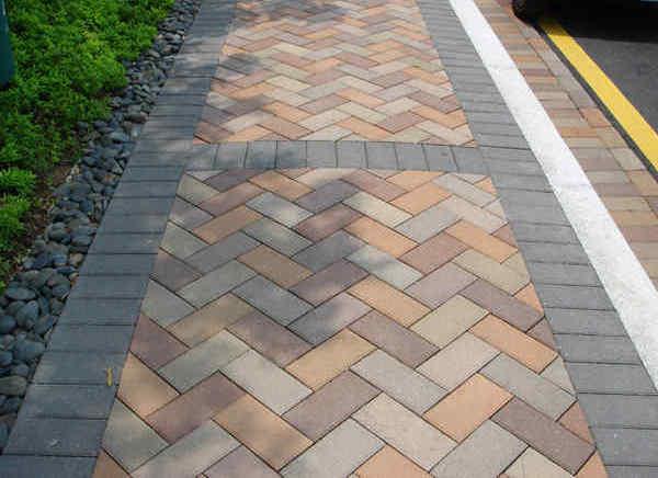 透水砖在基层进行的施工的时候这四个要求你注意到了吗
