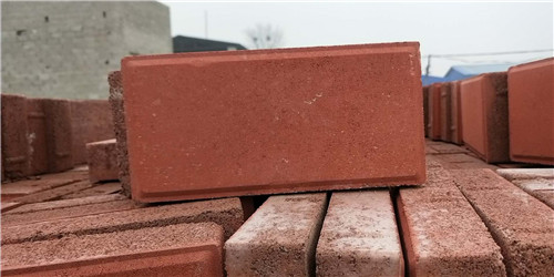 环保砖正在大量生产