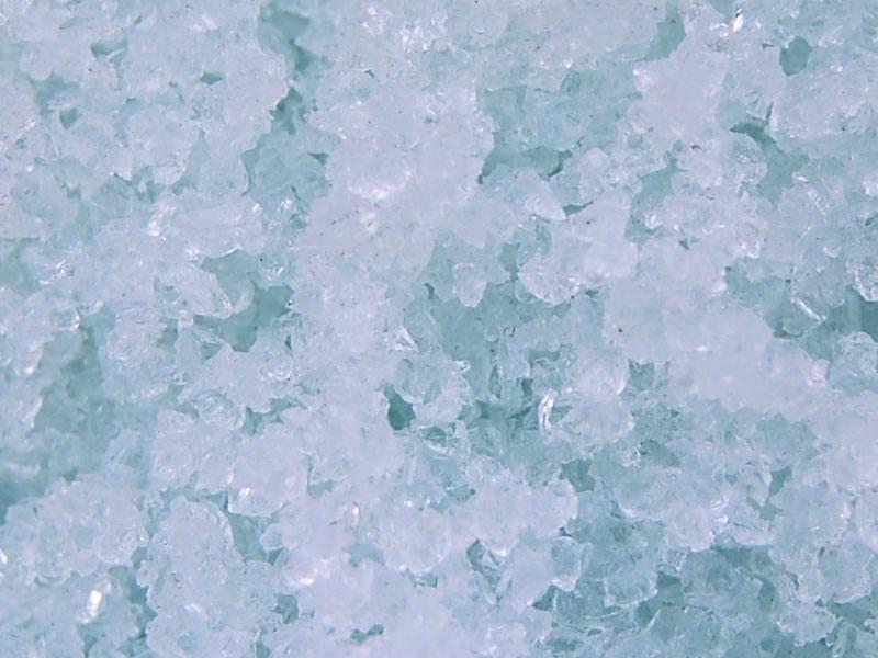 判断西安水玻璃质量好坏的技巧?是不是无色透明状?