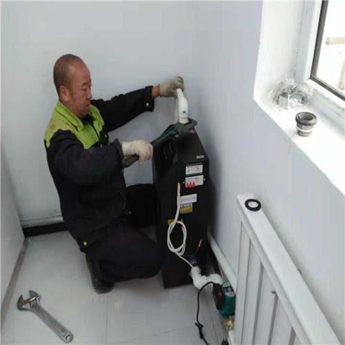 技术人员上门安装新疆电暖气