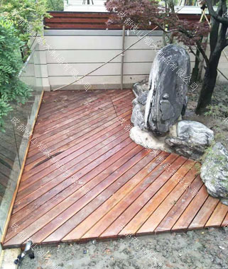 成都防腐木栏杆地板生产