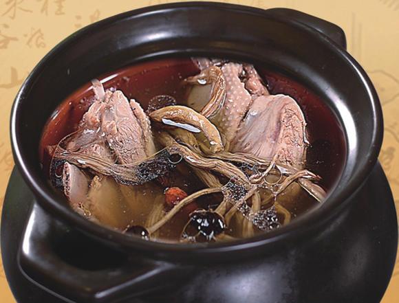 瓦罐猪杂汤