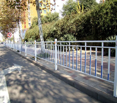 河北安平某街道的市政护栏安装案例