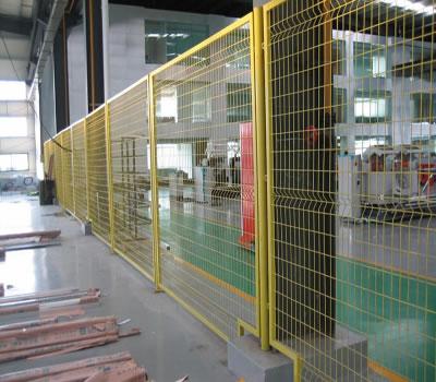 河北某厂房生产车间的护栏网安装图