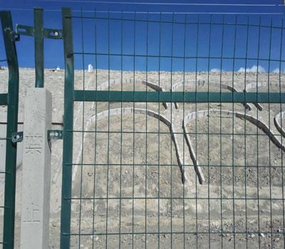 河北安平的铁路护栏网安装案例