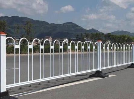 道路防护栏安装图