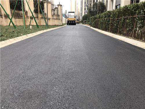 简阳沥青道路施工现场