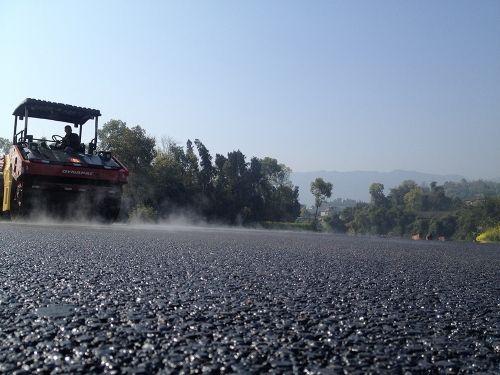 是什么因素影响了成都沥青路面施工迟迟不干,我们又该如何去防御这一影响喃?