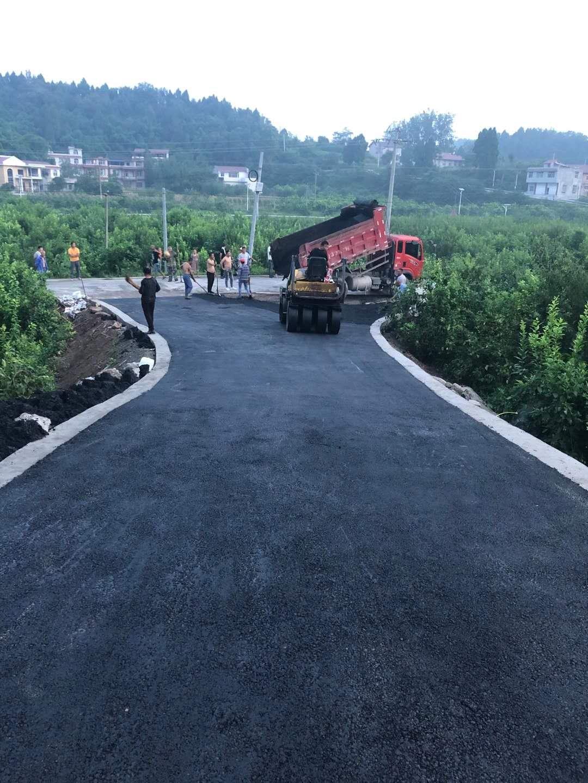 简阳龙溪村路面黑化改造案例