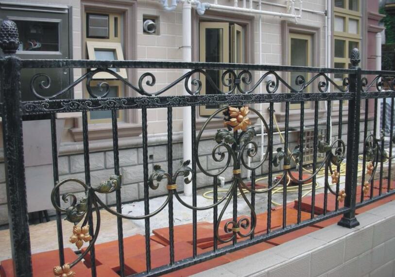 龙潮西安铁艺护栏安装案例