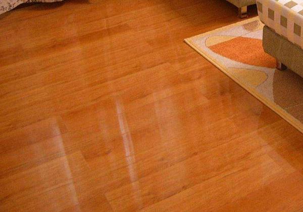 家庭办公楼地板打蜡