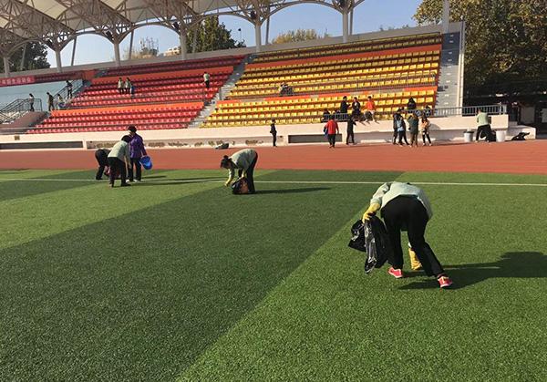 学校体育场保洁