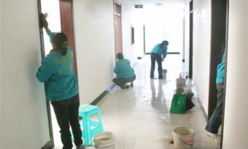 南充工程保洁教你清洁复合地板和瓷砖的方法以及注意事项!