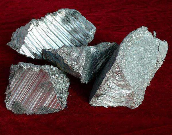 金属钙在日常生活中的不同应用有哪些?