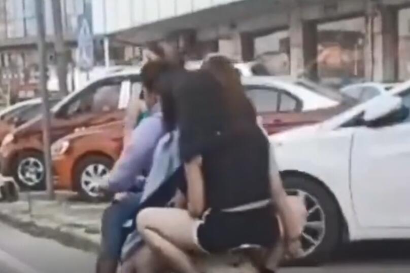 东莞一男子骑电动车同时载5名女子 交警:6人均被控制