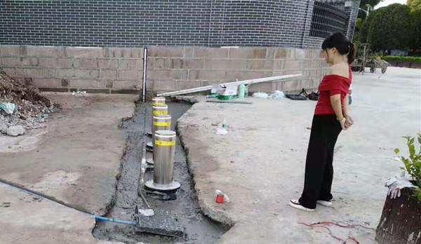简阳别墅自动升降柱安装完工