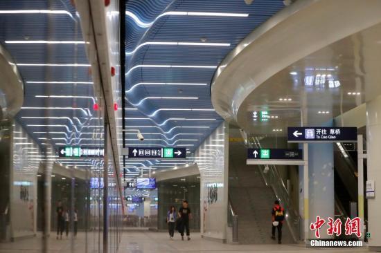 地铁大兴机场线26日起运营 高峰发车间隔八分半