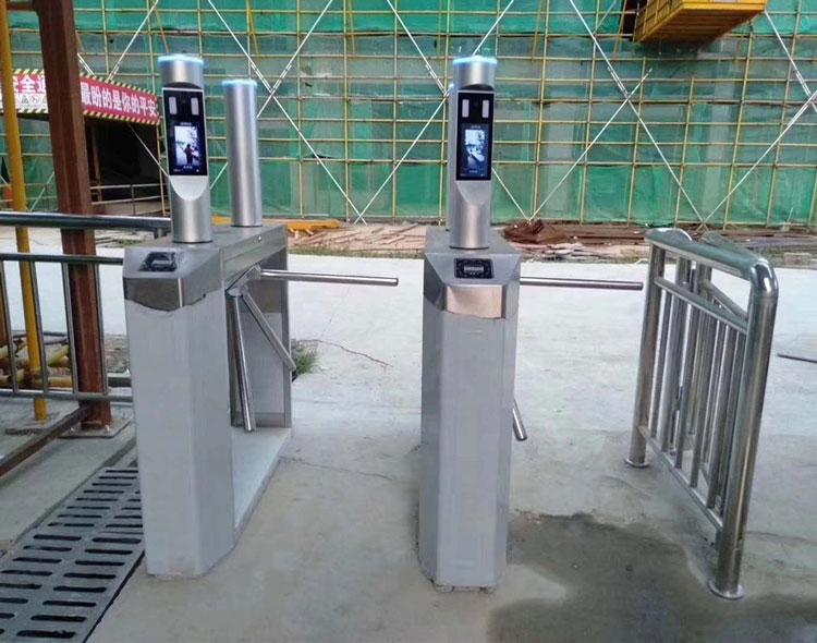 智慧工地系统案例1—三锟闸安装+塔吊黑匣子+扬尘监测系统