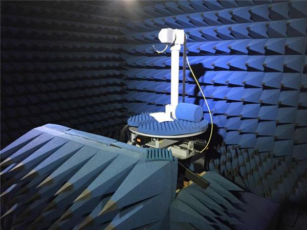 微波暗室实验现场