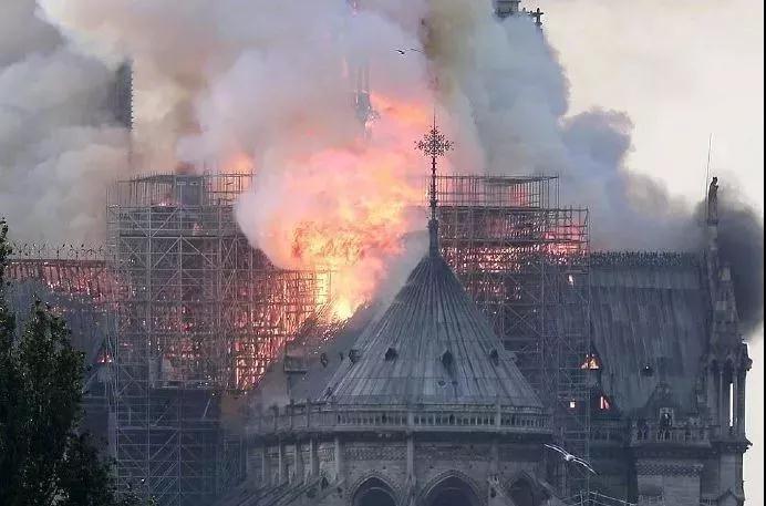 2019.4.16巴黎圣母院大火