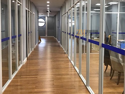 不同类型的办公玻璃隔断都有怎样的特点