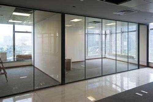成都玻璃隔断的性能优势与价格影响因素