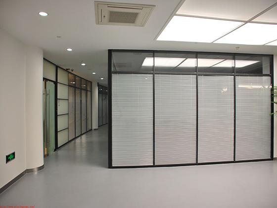 成都办公室装修高隔断的类型有哪些?
